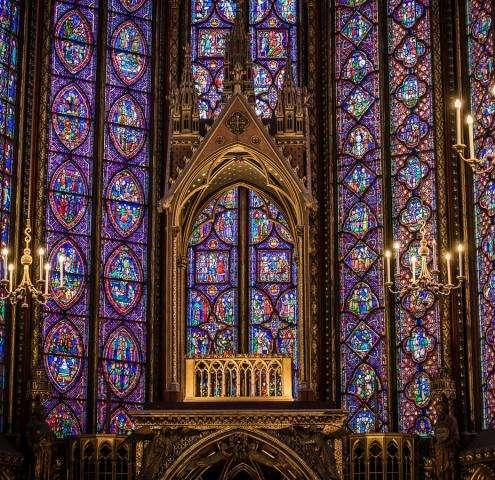 La découverte de la Sainte-Chapelle, un joyau de couleurs et de lumières